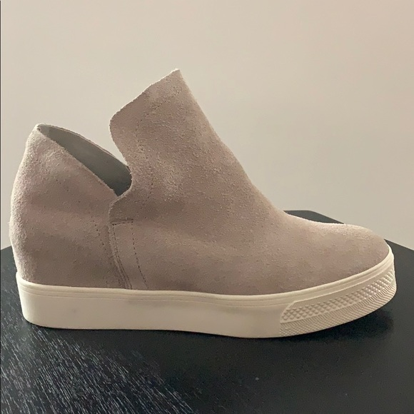 65fc23b39a9 Steve Madden Wrangler Taupe Suede